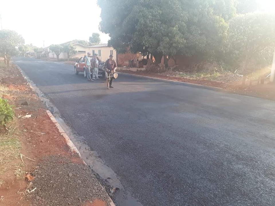 Administração Municipal de Nova Alvorada do Sul realiza serviços de pavimentação asfáltica, rebaixamento e manutenção das ruas do município