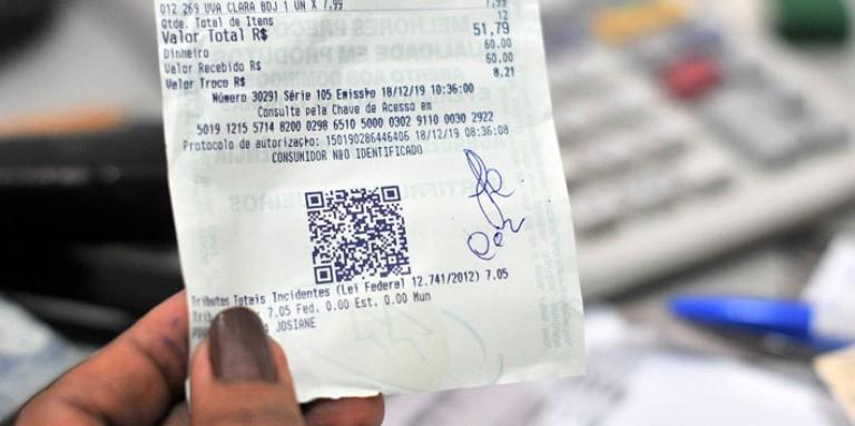 Governo sorteará R$ 300 mil por mês para quem pedir CPF na nota
