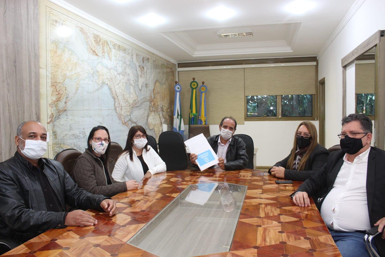 Prefeitura municipal de Nova Alvorada do Sul recebe proposta do grupo de estudo do projeto de lei do estatuto dos servidores