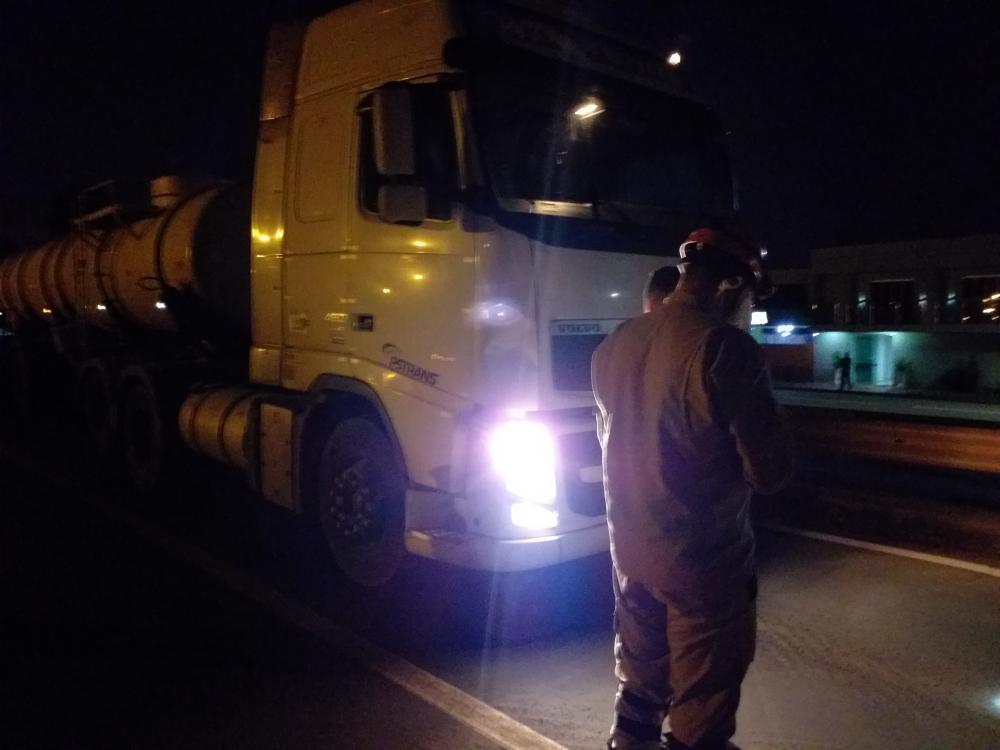 Pedestre embriagado tenta atravessar rodovia e acaba atingido por carreta na BR 163 em Nova Alvorada do Sul
