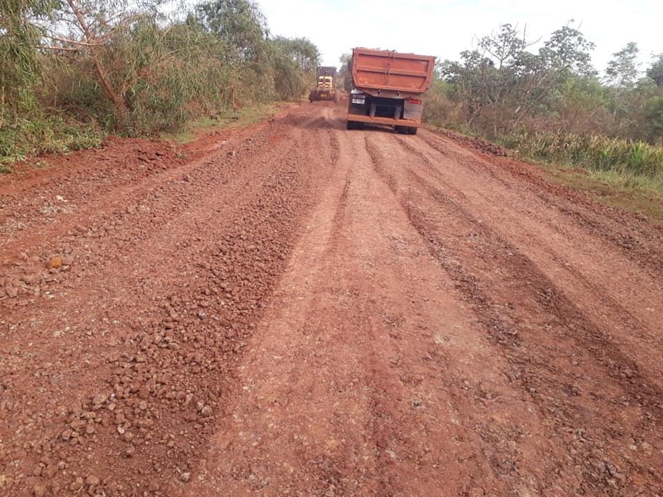 Administração Municipal de Nova Alvorada do Sul realiza manutenção e cascalhamento das estradas dos Assentamentos Banco da Terra e Bebedouro