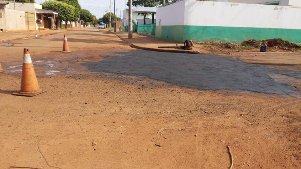 Administração Municipal de Nova Alvorada do Sul realiza manutenção das ruas pavimentadas com ações de tapa buraco no bairro Maria de Lourdes
